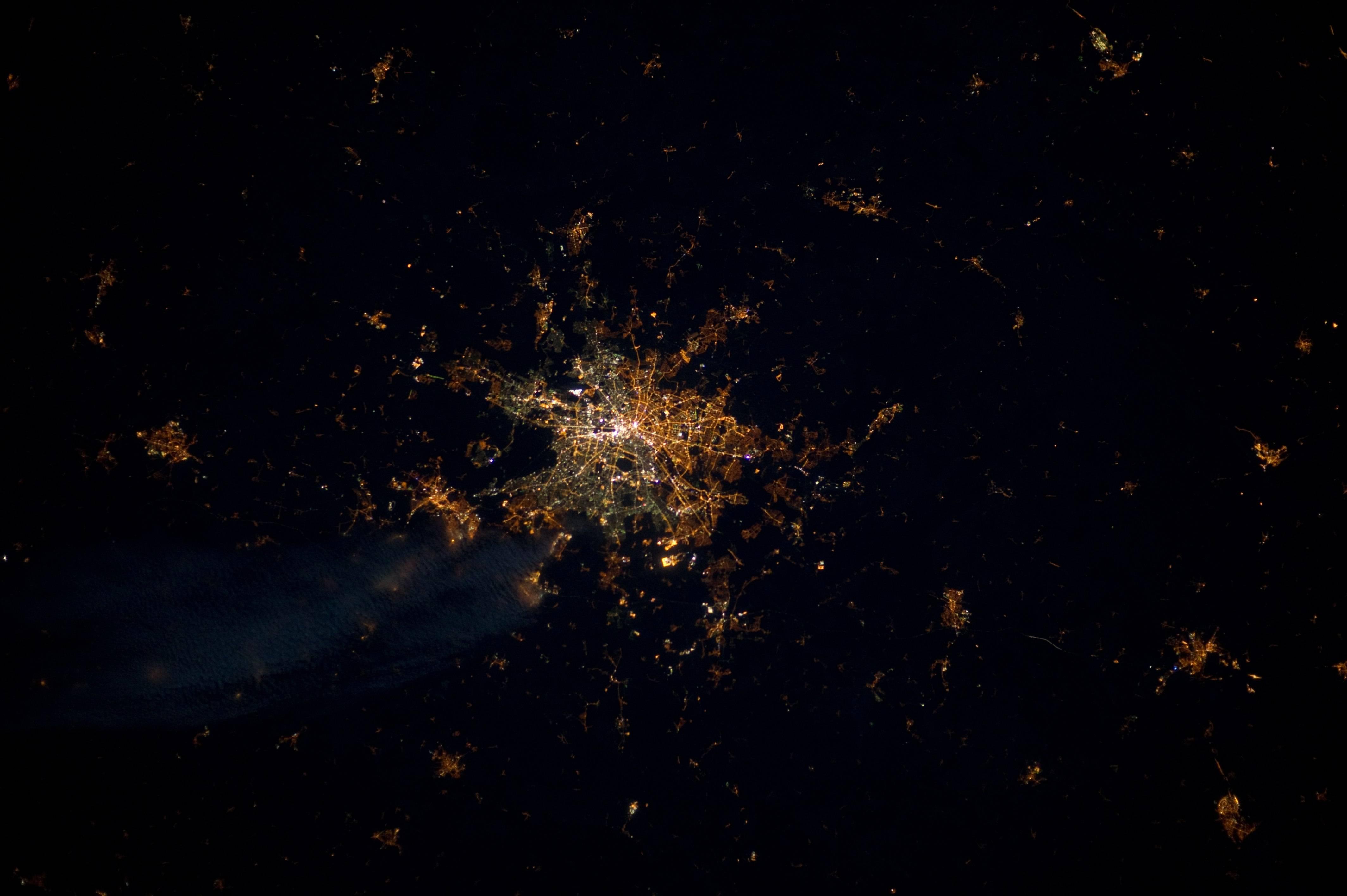Muro de Berlim visto do espaço